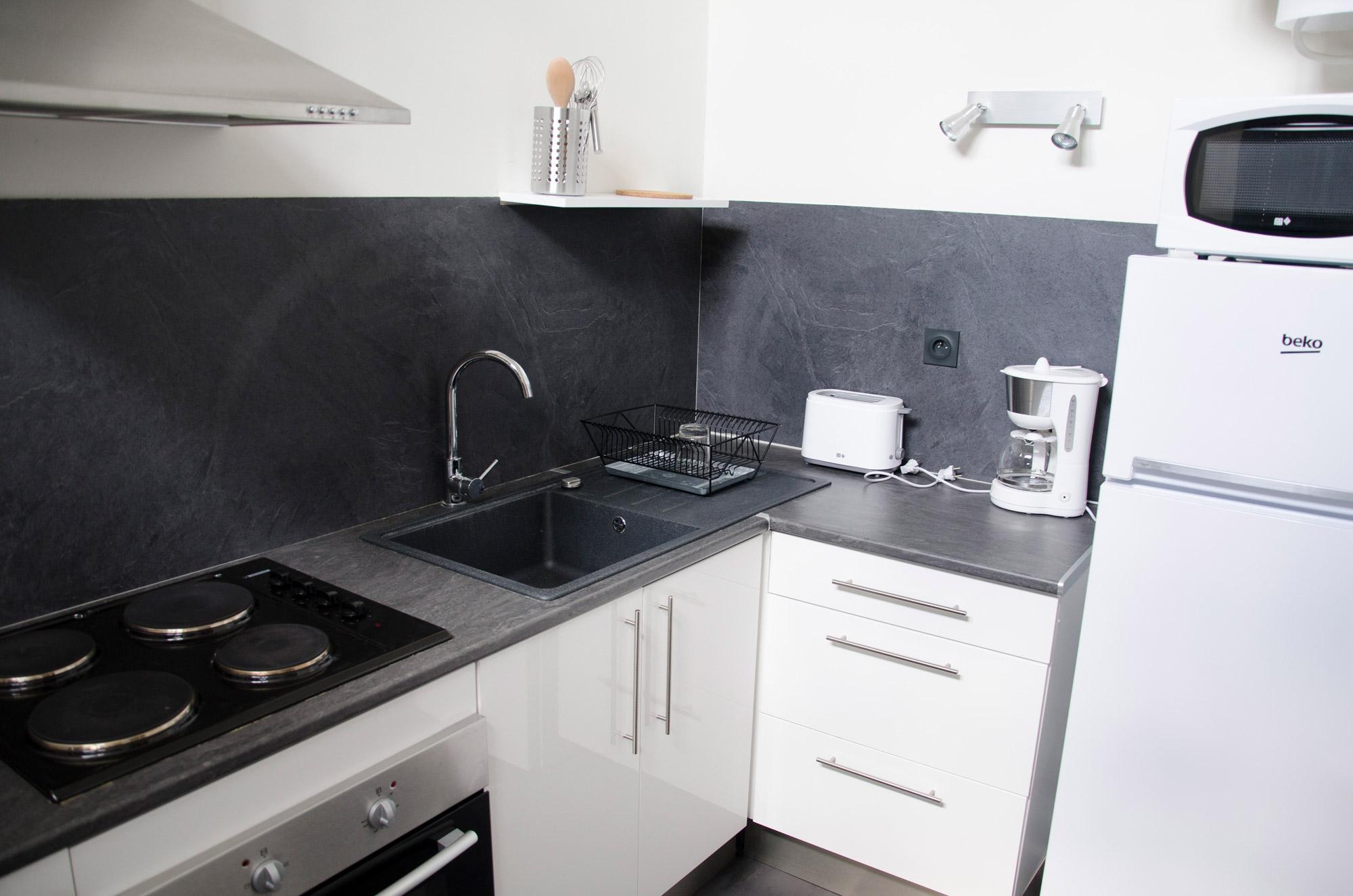 cuisine montauban amazing deux quipes de douze agents travaillent chaque jour pour concocter. Black Bedroom Furniture Sets. Home Design Ideas